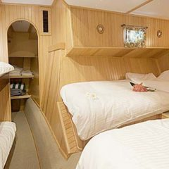 Luxury Sailing & Motor Catamaran large family cabin