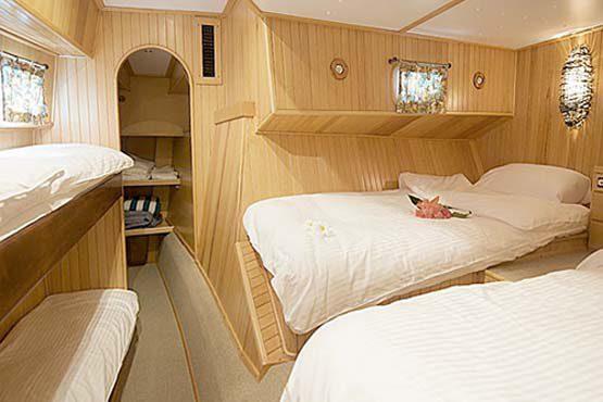 Luxury Sailing & Motor Catamaran large family cabin